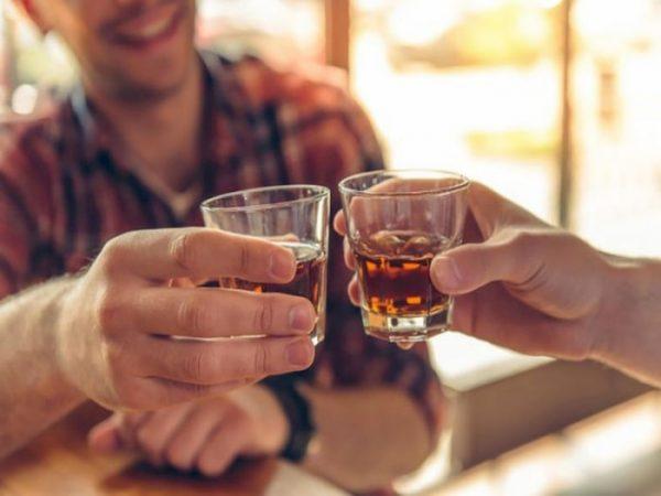 Mơ thấy uống rượu điềm gì?