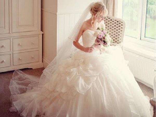 nằm mơ thấy mặc váy cưới