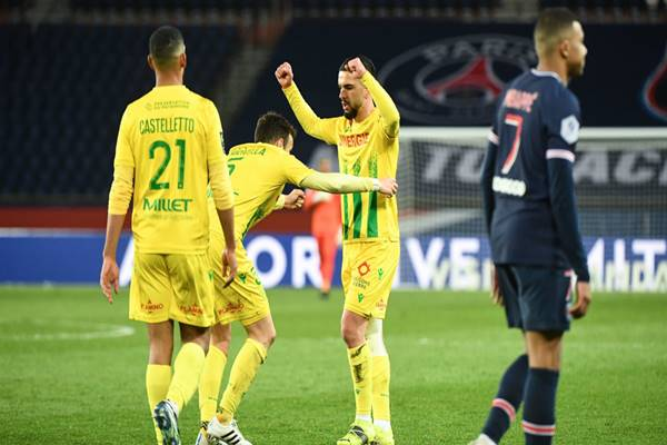 Bóng đá QT sáng 15/3: PSG bị đội bóng nhược tiểu hạ gục